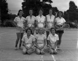 [Women's tennis team]